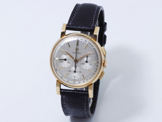 Omega, montre chronographe or